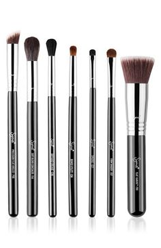Stay on top of your makeup game with this set featuring seven of Sigma's exclusive and current best-selling brushes. Kit includes: - F80 Flat Kabuki Brush - P88 Precision Flat Angled Brush - F64 Soft