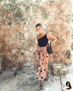 #à #avec #corps #croisé #Design #est #fermeture #latérale #party Outfit summer #qui #s39adapte #toujours #votre Un diseño cruzado, con cierre lateral, y que se ajuste a tu cuerpo siempre es u... Un design croisé, avec fermeture latérale, qui s'adapte à votre corps est toujours un succès, mais s'il comprend des taupes, c'est beaucoup mieux. #Trendsetters #Looks # LuciaBárcena