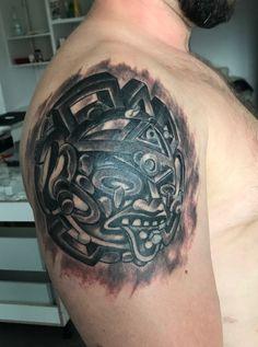 Tatuaż cover. Kiedyś tu był byk. Później ten sam wzór tylko tatuowany w czasach rotringa :) do pełnego wykończenia tatuażu pozostała kosmetyka + biały kolor