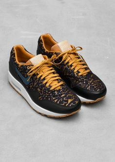 Nike Air Max Black/gold edition limited for woman.