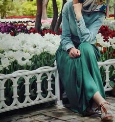 I have to prepare photo homework. Niqab Fashion, Muslim Fashion, Modest Fashion, Fashion Outfits, Fashion Muslimah, Beautiful Muslim Women, Beautiful Hijab, Hijab Chic, Muslim Girls