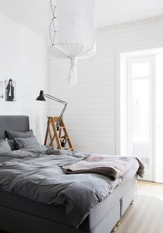 This gorgeous apartment is that of Swedish stylist Pella Hedeby. Pella is renowned for her work on behalf of IKEA Livet Hemma, Residence magazine, RUM Magazine, ELLE Decoration and for her popular… Pella Hedeby, Swedish House, Swedish Bedroom, Bed Sets, Bedroom Vintage, Scandinavian Home, House And Home Magazine, Dream Decor, Bedding Sets
