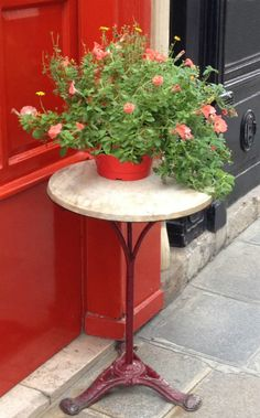 ✕ Cafe table with lovely flowers—I just adore how colorful France is! (Fleaing France) / #colorlove #flowers
