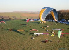 Flybubble offer a range of paragliding tuition, courses and coaching for both paragliding Students and paraglider Pilots.