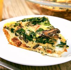 Not only is this quiche low carb, it's also super easy. Healthy Egg Recipes, Healthy Recipe Videos, Beef Recipes, Healthy Snacks, Vegetable Recipes, Paleo Meals, Paleo Food, Healthy Eating, Sin Gluten