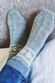 Røros are easy worsted weight socks, knit from the top down with a slipped stitch heel and easy colourwork around the cuffs. Knit In The Round, Last Minute Gifts, Yarn Needle, Slip Stitch, Stitch Markers, Knitting Socks, Cosy, Pure Products, Unisex