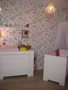 inrichting meisjeskamer met hoge nok en behang pip studio _irma, Deco ideeën