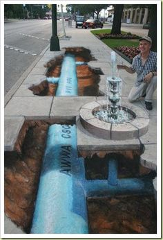 cette œuvre de street art c'est de la 3d on na l'impression qu'il y a un trous dans le sol et qu'on peut voir ce qu'il y a en dessous du sol on peut percevoir un tuyau bleu avec de la terre autour.