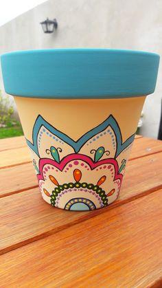 #painting #pottery #crafts Flower Pot Art, Flower Pot Design, Clay Flower Pots, Flower Pot Crafts, Clay Pot Crafts, Clay Pots, Painted Plant Pots, Painted Flower Pots, Pots D'argile
