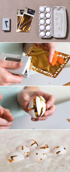 """Locher und selbstklebende Goldfolie = """"Golden Ei"""" :-)  Noch mehr Oster-DEko-Ideen findet ihr hier: https://www.wie-einfach.de/cgi-bin/adframe/leben/magazin/article.html?ADFRAME_MCMS_ID=147   Bilder: Torsten Kollmer"""