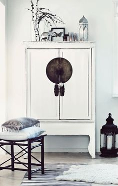 white chinese style console | furniture   home decor