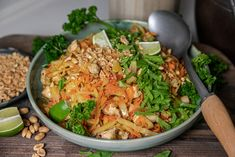 Shredded Brussels Sprouts with Bacon & Onions Shredded Brussel Sprouts, Sprouts With Bacon, Nasi Goreng, I Love Food, A Food, Food And Drink, Low Carb Recipes, Healthy Recipes, Healthy Food
