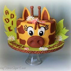 Giraffe cake and cookies to celebrate a birthday. Zoo Birthday Cake, Giraffe Birthday Cakes, Giraffe Birthday Parties, 70th Birthday, Giraffe Cookies, Girraffe Cake, Low Sugar Desserts, Jungle Cake, Animal Cakes