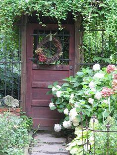 Dishfunctional Designs: How To Use Old Doors In Your Garden: Upcycled Doors Wooden Garden Gate, Garden Doors, Old Wooden Doors, Old Doors, Dream Garden, Garden Art, My Secret Garden, Garden Spaces, Garden Planning