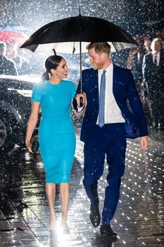 Meghan Markle and Prince Harry attended the 2020 Endeavour Fund Awards in London, with the Duchess of Sussex in a blue dress by Victoria Beckham. Estilo Meghan Markle, Meghan Markle Stil, Prinz Harry Meghan Markle, Meghan Markle Prince Harry, Harry And Megan Markle, Harry Et Meghan, Prince Harry And Megan, Manolo Blahnik, Lady Diana