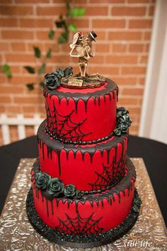 Piece of Cake is proud to be the most recommended wedding cake studio in Arizona (AZ)! We specialize in wedding cakes but we also offer cupcakes and all occasion cakes! Bolo Halloween, Halloween Torte, Halloween Wedding Cakes, Theme Halloween, Halloween Desserts, Halloween Treats, Gothic Halloween, Halloween Themed Weddings, Gothic Wedding Cake