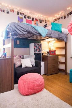 Best dorm color schemes for your freshman dorm room. Must-copy ideas for your college dorm room color schemes. See for 2020 college dorm! Dorm Room Storage, Dorm Room Organization, Organization Ideas, Bed Storage, Storage Ideas, Storage Solutions, Dream Rooms, Dream Bedroom, Student Room
