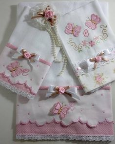 45 Ideas For Patchwork Quilt Knitted Pro - Diy Crafts - Marecipe Baby Embroidery, Machine Embroidery Patterns, Ribbon Embroidery, Embroidery Designs, Sewing Patterns, Small Sewing Projects, Sewing Crafts, Diy Crafts, Baby Knitting