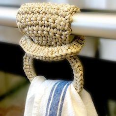 Sie Handtücher Topper Herbal Tea Towel Ring Crochet pattern by The Roving Nomad Crochet Towel Holders, Crochet Towel Topper, Crochet Cord, Crochet Hooks, Crotchet, Crochet Bracelet, Crochet Wreath, Crochet Simple, Free Crochet