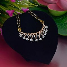 Where Sell Gold Jewelry Info: 2790472015 Diamond Mangalsutra, Gold Mangalsutra Designs, Jewelry Design Earrings, Necklace Designs, Jewelry Stand, Bridal Jewelry, Beaded Jewelry, Gold Jewellery, Quartz Jewelry