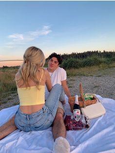 Cute Couples Photos, Cute Couple Pictures, Cute Couples Goals, Couple Photos, Love Pics, Relationship Goals Pictures, Cute Relationships, Distance Relationships, Relationship Coach