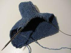 Strikk og tøys: Babysokk trinn for trinn - illustrert Baby Socks, Baby Knitting Patterns, Knitted Hats, Knit Crochet, Fashion, Moda, Fashion Styles, Ganchillo, Fashion Illustrations