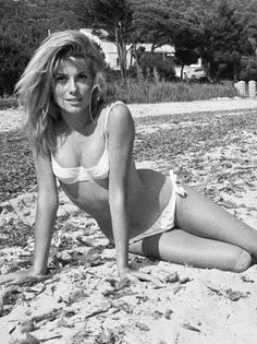 Catherine Deneuve hair and Female anatomy reference Hollywood Stars, Classic Hollywood, Old Hollywood, Female Actresses, Actors & Actresses, Cinema Tv, Jessica Biel, French Actress, Brigitte Bardot