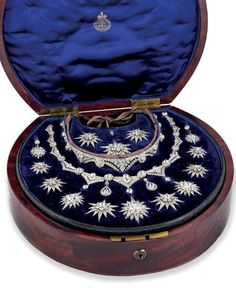 I believe this is The Necklace of the Stars, created for the Portugese Queen Consort, Maria Pia of Savoy.