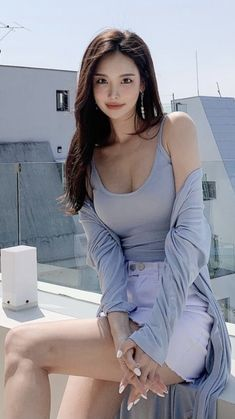 Asian Model Girl, Office Fashion, Beautiful Asian Girls, Bikini Girls, Asian Beauty, Parka, Korean Fashion, Poses, Legs