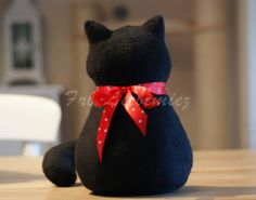 cat door stopper Cat Crafts, Sewing Crafts, Sewing Projects, Fabric Door Stop, Door Draught Stopper, Present Gift, Crochet Animals, Cat Toys, Kitty