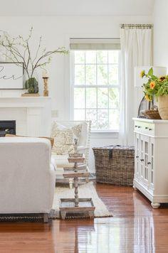 SOMETHING SPECIAL FOR YOU Boudoir, White Linen Curtains, Farmhouse Homes, Farmhouse Style, American Farmhouse, Farmhouse Decor, Gabel, Concept Home, Transitional Style