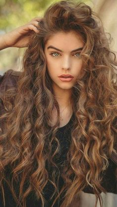 Hydrated curls are happening! The Saphira Divine Line adds another layer of moisture for those thirsty curls and waves💦💧 Most Beautiful Faces, Gorgeous Eyes, Beautiful Girl Image, Beautiful Long Hair, Gorgeous Hair, Beautiful Women, Girl Face, Woman Face, Long Curly Hair
