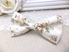 Floral Bow Tie Mens beige bow tie cotton pattern by RollingBow Bow Tie Wedding, Wedding Suits, Floral Bow Tie, Shabby Chic, Just For You, Beige, Trending Outfits, Unique Jewelry, Handmade Gifts