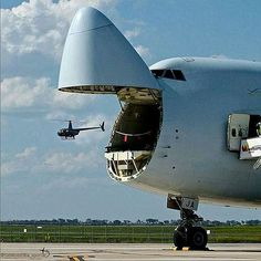 Kết quả hình ảnh cho Revealed: The Largest Military Transport Aircraft In the World Used The US Air Force Aviation Humor, Civil Aviation, Gilles Villeneuve, Camping Car, Boeing 747, Military Aircraft, Belle Photo, Air Force, Fighter Jets
