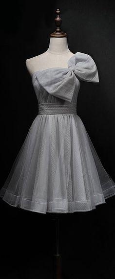 robe de soirée courte grise avec un grand noeud pour mariage Victorian, Chic, Dresses, Fashion, Bun Hair, Vestidos, Outfits, Kawaii Clothes, Wedding Grey