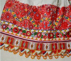 FolkCostume&Embroidery: Costume and Embroidery of Mezőkövesd, Hungary Hungarian Embroidery, Folk Embroidery, Learn Embroidery, Chain Stitch Embroidery, Embroidery Stitches, Embroidery Patterns, Folklore, Stitch Head, Folk Clothing
