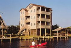 Tide's Inn: 4 Bedroom, 3 Bath - Pet Friendly - Canalfront - Avon NC