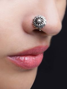 Designer Nose Pin Designs are best suitable option for women's; from trendy to simple designer pins will give you catchy look. Nose Ring Jewelry, Indian Jewelry Earrings, Jewelry Design Earrings, Silver Jewellery Indian, Nose Earrings, Jewlery, Silver Jewelry, Antique Jewellery Designs, Fancy Jewellery