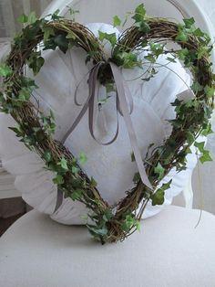 Pretty Ivy vine heart!