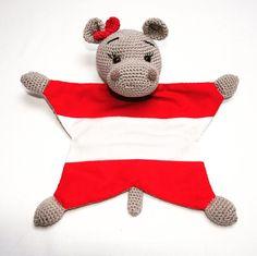 """Liva Lu on Instagram: """"🐏 Über den etsyshop wurde ich angefragt, ob ich auch ein Schmuse Nilpferd mit der österreichischen Flagge auf dem Bauch machen könnte. Ich…"""""""