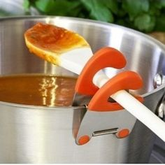 This pot clip is perfect for any cook. Keep your spoon from dirtying the counter with the pot clip.