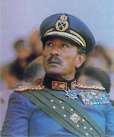 Interesting Photos, Cool Photos, President Of Egypt, Old Egypt, Neon Wallpaper, Cairo, Armed Forces, Black History, Egyptian