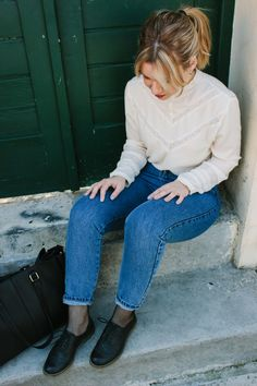 Mom fit jeans and a white shirt. The perfect combo! #ootd