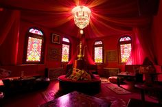 genie bottle room, my inspiration for our living room Indian Theme, Moroccan Theme, Moroccan Style, Indian Style, Moroccan Bedroom, Red Indian, Tantra, Indian Interior Design, Genie Lamp