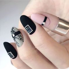 56 Charming Black Nail Art Designs To Try This Winter - Page 42 of 56 - Kornelia Beauty Black Nail Designs, Beautiful Nail Designs, Nail Art Designs, Black Nails With Glitter, Black Nail Art, Hair And Nails, My Nails, Art Deco Nails, Nail Art Pictures