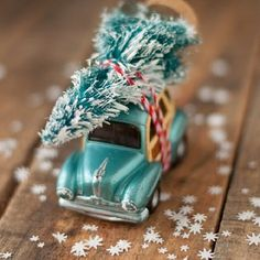Easiest little car with tree ornament. You have to make one and some paper snow. It's so cute!! #thisheartmakes #creativemamas #makeyousomethin #Christmas