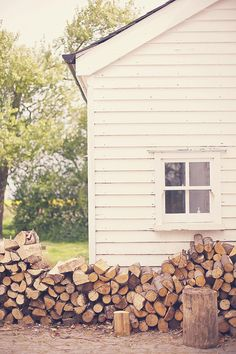 Woodpile and white barn. New England style Barn shoot by Gooch and Gawler House Design Photos, New England Style, Cabins In The Woods, Country Life, Country Charm, Country Living, Plein Air, Autumn Inspiration, Humble Abode