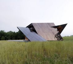 18.36.54 House x Daniel Libeskind. The living space of this Connecticut residence is formed by a spiraling ribbon of 18 planes, defined by 36 points connected by 54 lines.