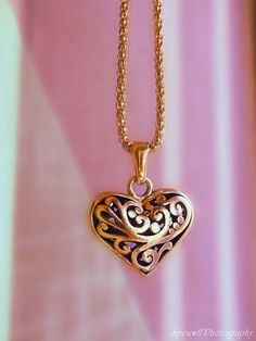 Normally I don't like hearts for jewelry but love this style!