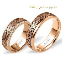 Culoare : Aur roz Gramaj aproximativ:  15 gr Latime: 7 mm Specificatii piatra:  0.32 ct